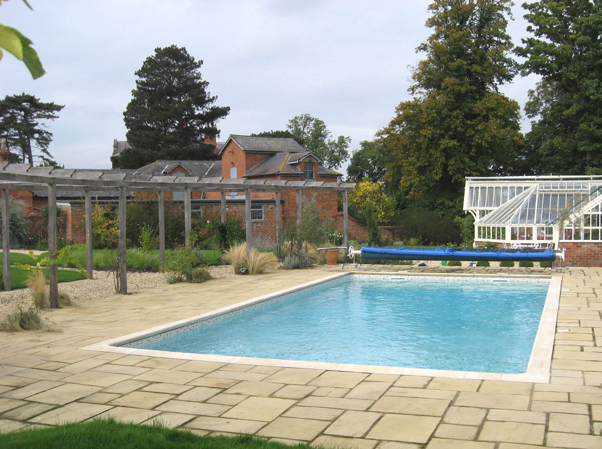 Hot tubs pool enclosures outdoor pools above ground - Shrewsbury hotels with swimming pools ...